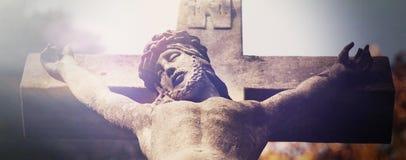 Страдание и смерть взгляда Иисуса Христоса от дна  Стоковая Фотография