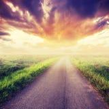 Страна дороги и поля Стоковое Изображение