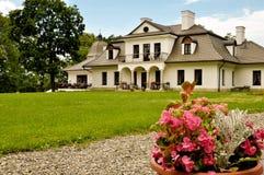 страна цветет пинк поместья дома Стоковые Изображения