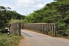 Страна дороги путя моста утюга Стоковое фото RF