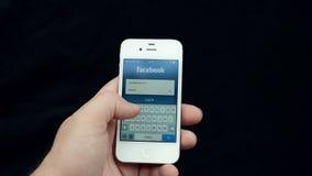 Страница имени пользователя Facebook на белом дисплее iPhone сток-видео