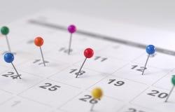 Страница календаря с чертеж-штырями, стоковые изображения
