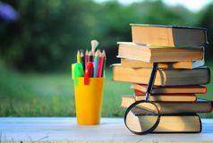 Страница стога учебника задней части Educaion внешняя Стоковое Фото