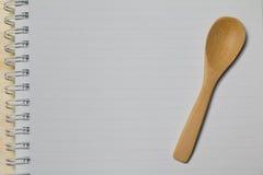 Страница тетради с деревянной ложкой Стоковые Фото