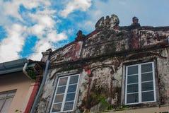Странное и старое, старое здание с винтовой лестницей Саравак Борнео Малайзия Kuching Стоковое Изображение RF