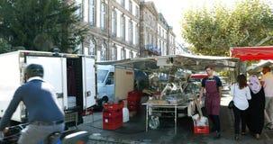 Страсбург здание муниципалитета и еженедельный продовольственный рынок на месте Broglie в центральном страсбурге Франции видеоматериал
