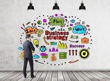 Стратегия бизнеса бородатого человека рассматривая стоковая фотография rf