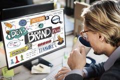 Стратегия бренда клеймя выходя творческую концепцию вышед на рынок на рынок стоковые фото