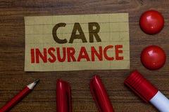 Страхование автомобилей сочинительства текста почерка Paperboard гарантии моторного транспорта политики охвата аварий смысла конц стоковые фотографии rf