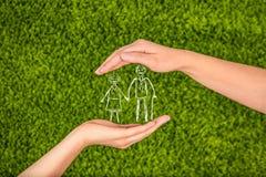 Страхование семейной жизни, защищая семья, концепции семьи elderl стоковая фотография