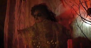 Страшная проклятая кукла в свете сток-видео