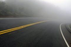 Страшная туманная дорога Стоковые Фото