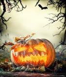 Страшная тыква хеллоуина с предпосылкой ужаса Стоковое Изображение