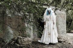 Страшный злий клоун в платье невесты Стоковое фото RF