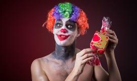 Страшный клоун с пугающим составом и больше конфеты Стоковые Фото