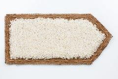 Стрелка сделанная из мешковины с зернами риса Стоковая Фотография RF