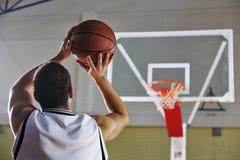 Стрельба баскетболиста Стоковое фото RF