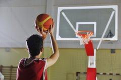 Стрельба баскетболиста Стоковое Изображение