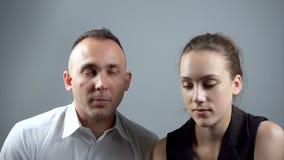 Стрельба пар во время говорить видеоматериал