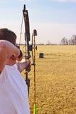 стрельба человека смычка стоковые изображения rf