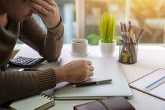 Стресс и принимать перерыв от работы стоковые изображения