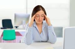 Стресс причиняет мне головную боль стоковые изображения rf
