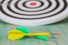 Стрелка дротика на dartboard Стоковая Фотография