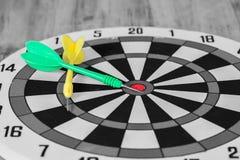 Стрелка дротика на dartboard Стоковые Изображения RF