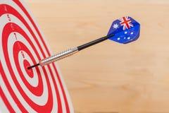 Стрелка дротиков с Австралией сигнализирует на доске дротика Стоковые Фотографии RF