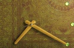 Стрелки настенных часов покрашенных в бронзовом цвете Стоковое Изображение RF