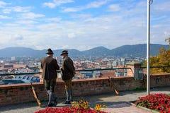 Стрелки от ассоциации стрелков крепости Salzburger в национальных костюмах Австралия graz Стоковое фото RF
