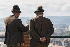 Стрелки от ассоциации стрелков крепости Salzburger в национальных костюмах Австралия graz Стоковые Изображения RF