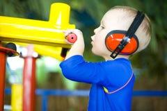 Стрельба мальчика Стоковые Изображения RF