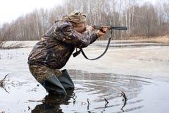 Стрельба охотника от оружия Стоковая Фотография