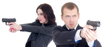 Стрельба человека и женщины при оружи изолированные на белизне Стоковое Фото