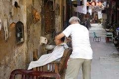 Стрижка парикмахера для клиента Стоковая Фотография