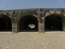 Стробы свода Хайдарабада, Индии - 1-ое января 2009 каменные на форте Golkonda Стоковые Фотографии RF