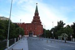 Стробы Borovitskiye, башня Borovitskaya Москвы Кремля Стоковое Изображение