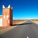 строб в ущелье Марокко Африке todra и деревне Стоковая Фотография