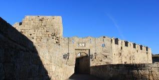 Строб города Стены и крепость исторической достопримечательности средневековые стоковая фотография