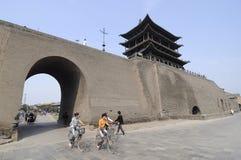 Строб и стена сцен-города Pingyao стоковое фото rf
