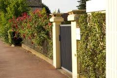 строб красивейшего входа передний к ярду Стоковые Фото