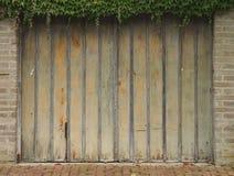 Строб к старому гаражу Стоковое Изображение