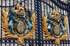 Строб Лондон Англия Букингемского дворца Стоковая Фотография RF