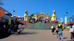 Строб льва пагоды kyaiktiyo, Мьянмы акции видеоматериалы