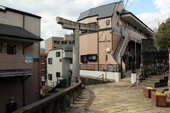 Строб одн-шагающего ` torii синтоистский должный к взрывать стоковые фото