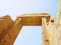 Строб руин виска Hathor на Dandara Египте Стоковое Фото