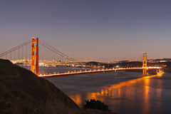 строб сумрака моста золотистый стоковые фото