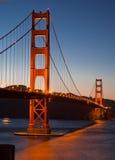 строб сумрака моста золотистый Стоковые Изображения