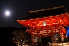 Строб Kiyomizu-dera и полнолуния Стоковые Изображения